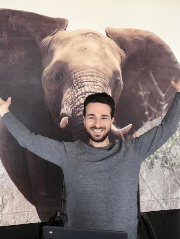 Met de olifant in de huiskamer van mijn ouders